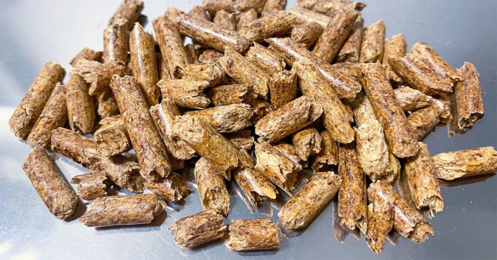 Pelletofen-Ratgeber: Holzpellets sind ein energiereicher Brennstoff.